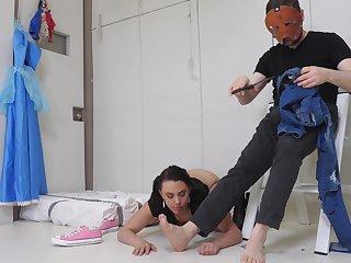 Kinky amateur brunette Maria Jade bends unrestraint to get her arse pounded
