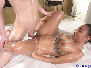 Hottie takes a mountain for sperm on her wide-open pussy