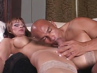 Picking Up A Sizzling Tranny Tart For Sex