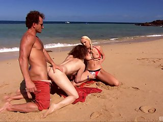 Public beach FFM threesome apropos attractive Virginee increased by Diana Gold