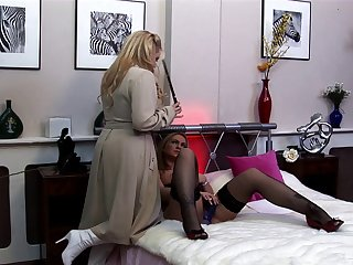Pretty good Alicia Rhodes loves to sky pleasure by a handful of cocks at hammer away same time