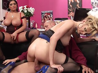 Wives share a dick in crazy amateur scenes