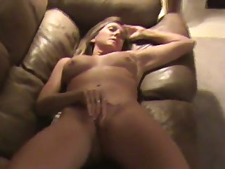This MILF is duo helluva masturbator together with she does her thing effortlessly